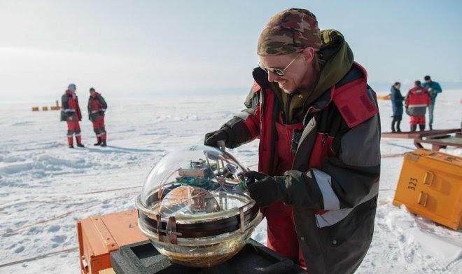 Российские физики сбросили на дно Байкала глубоководный телескоп