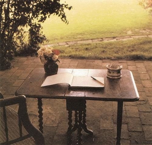 Virginia Woolf's writing table (Monk's House, Sussex, England)
