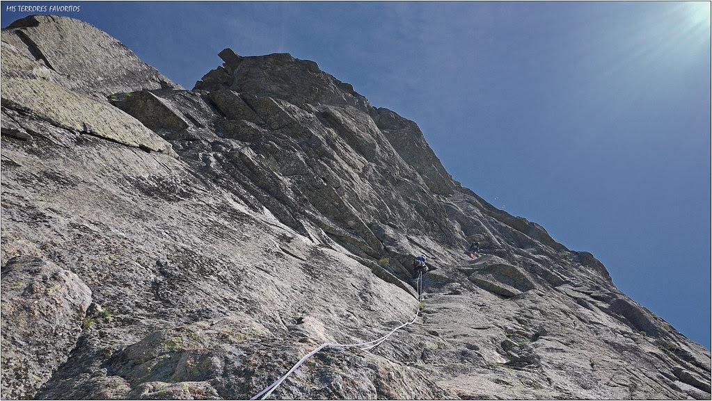 VÍA ORGULLO GAY 180m 6c+ - TOROZO