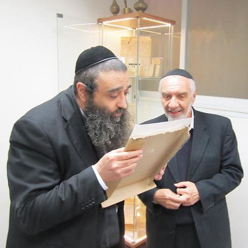 Rabbi Moshe Chadid with scholar Yaakov Atar, one of last people familiar with the Baqashot collection of songs and prayers (photo courtesy of the Shaar Binyamin Institute)