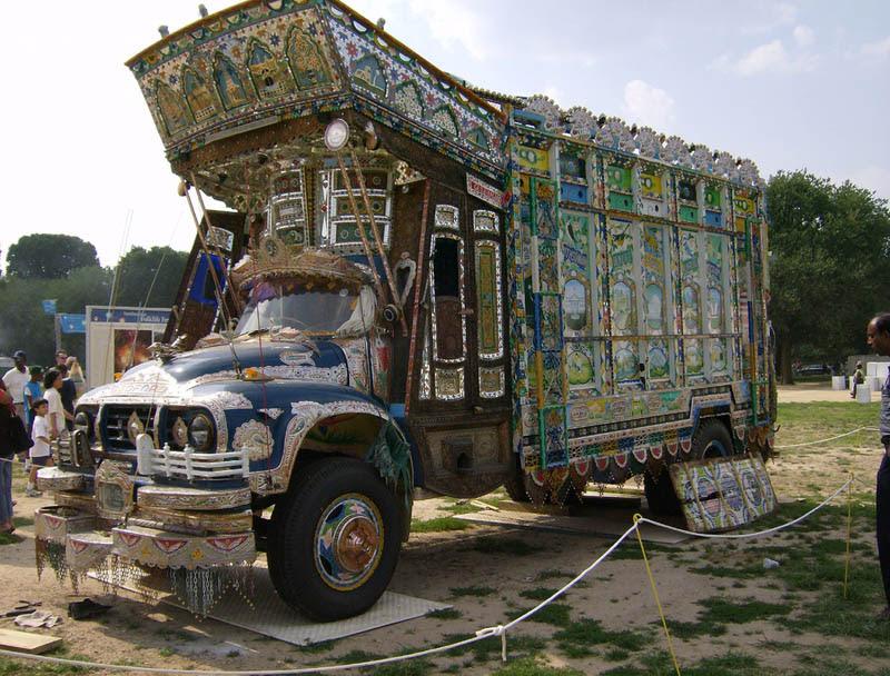 Arte dos coloridos caminhões paquistaneses 05