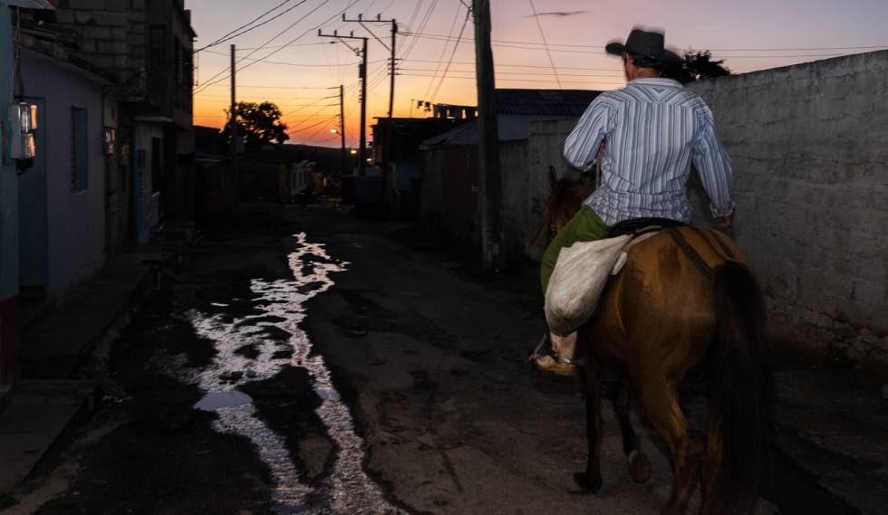 Más del 50% del agua potable en Cuba se pierde por tuberías obsoletas.