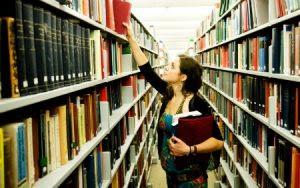 Número de mulheres que fazem doutorado no exterior ultrapassa o de homens