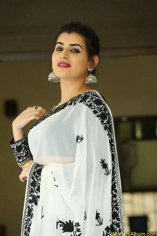 Archana-Saree-Stills-at-Panchami-Movie-Release-Date-Photos-4