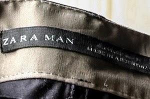 """Etiqueta de calça Zara encontrada na oficina clandestina com a especificação """"made in Argentina"""" (feita na Argentina). Fotos La Alameda"""