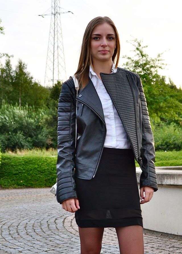 mango harley biker leather jacket asos sheer skirt dr martens combat boots outfit outfitpost fashion blogger turn it inside out belgium