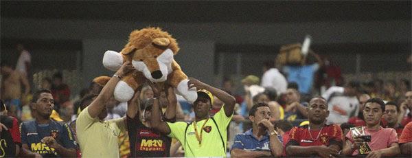 Torcida do Sport lotou parte destinada aos rubro-negros no arena em Fortaleza (JARBAS OLIVEIRA/ESTADÃO CONTEÚDO)