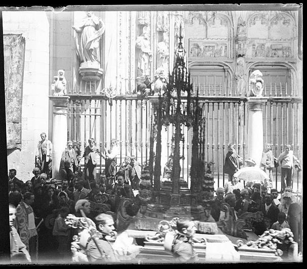 Corpus Christi de Toledo hacia 1910. Colección de D. Santiago Relanzón Almazán. Ayuntamiento de Toledo.