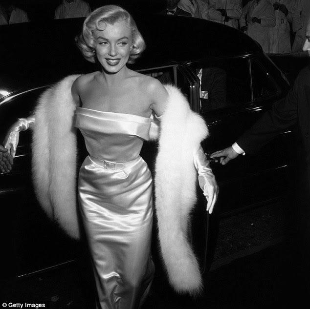 Marilyn chega à estréia de 1954 Não há nenhuma Business Like Show Business