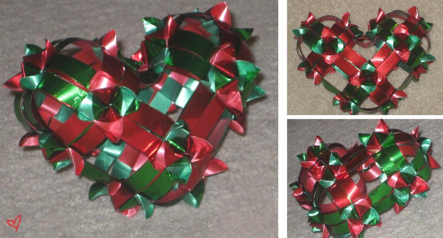 http://fc03.deviantart.net/fs50/i/2009/299/5/f/Origami_Ribbon_Heart_by_robinina110.jpg