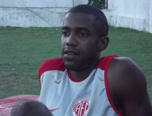 Fabinho pede atenção dos jogadores para que o América-RN não seja eliminado (Foto: Jocaff Souza)