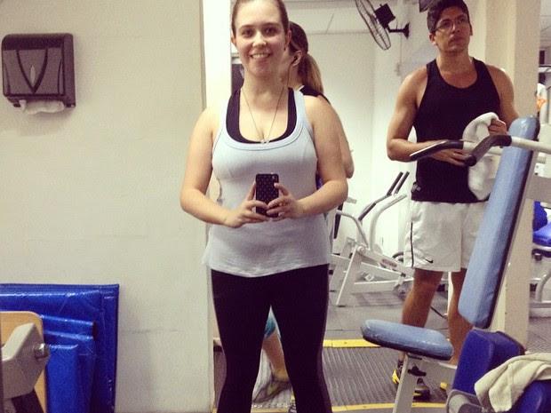 Musculação faz parte da rotina diária de Fani (Foto: Reprodução/ Facebook)