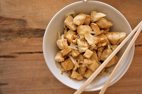 Pollo zenzero, soia e cipollotti