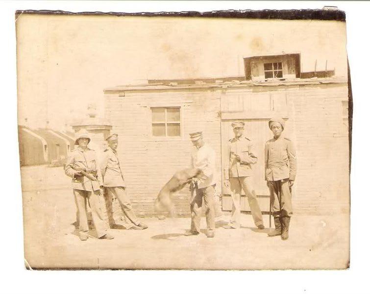 File:German officers in Qingdao 1900.jpg