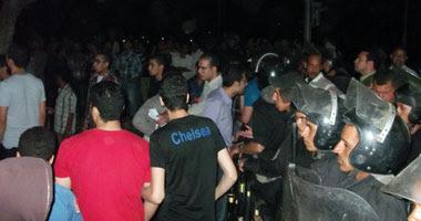 جانب من المظاهرة أمام مديرية أمن أسيوط