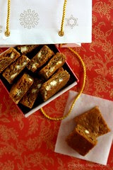 Gingerbread-White Chocolate Blondies