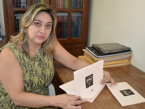 A organizadora do concurso Miss Rondônia Mundo, Gleice Leitte, acusa a colaboradora de ter trocado a coroa de vencedora para prejudicá-la.  (Foto: Magda Oliveira)