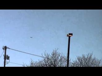 MIND BLOWING! 737 Jet Airliner Defies Gravity! / Sorprendente 737 Desafía la Gravedad Captado en Video
