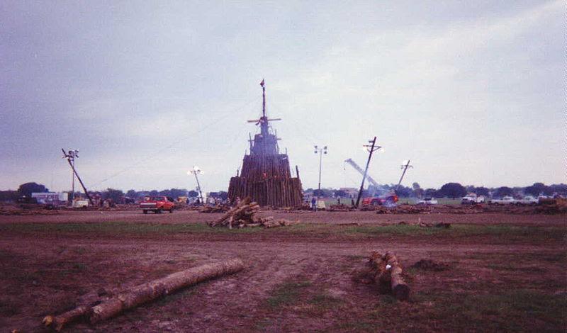 File:Rebuilt-Aggie-Bonfire-1994.jpg
