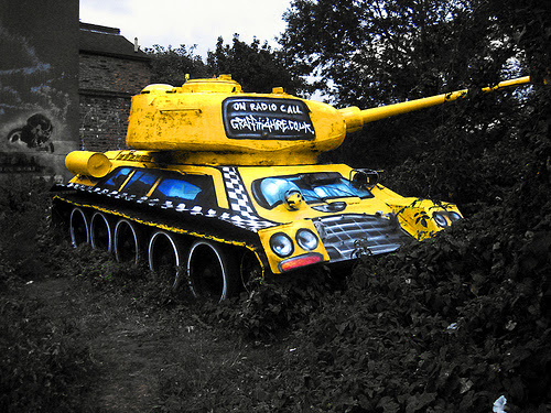 Tanque em amarelo