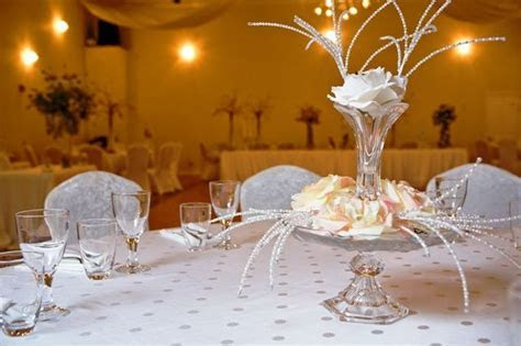 elegant cheap centerpiece   One of the modern wedding