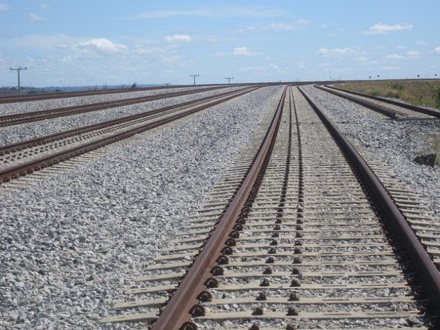Several underused tracks of the North-South Railway near Anápolis, an industrial city in Brazil that can expand its economy as a logistics hub, thanks to the confluence of rail, road and air transport, together with its proximity to Brasilia. Credit: Mario Osava / IPS