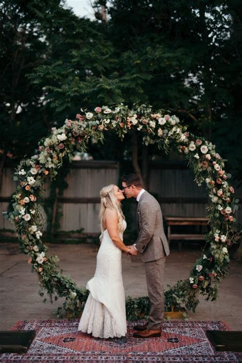 Best 25  Circle wedding ceremonies ideas on Pinterest