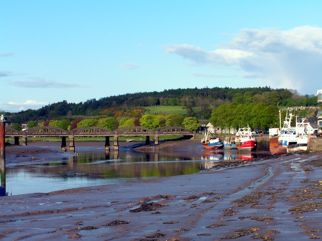 File:Kirkcudbright Bridge and Harbour - geograph.org.uk - 1297795.jpg