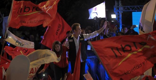 El candidato de la Alianza en las presidenciales hondureñas, Salvador Nasralla, en el cierre de campaña en Tegucigalpa.EFE/Gustavo Amador