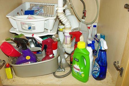 تحت بالوعة المطبخ فوضى