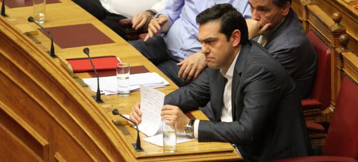 Ο Τσίπρας απειλεί τους 32 «αντάρτες»: Θα συνεχίσω χωρίς εσάς