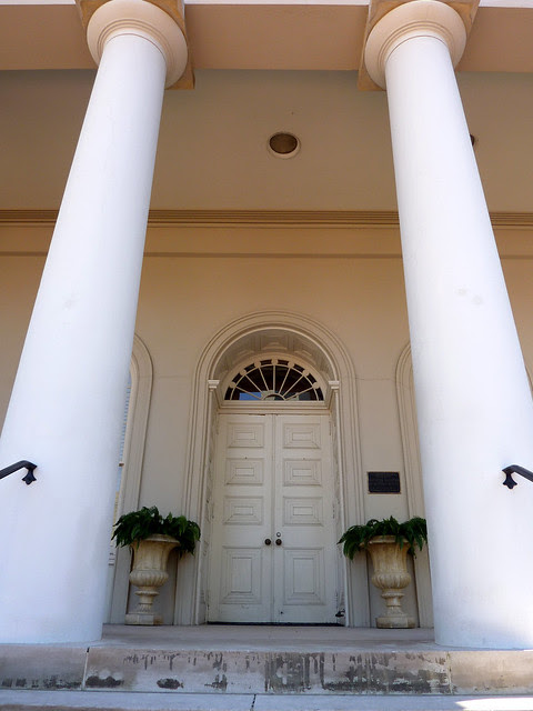 P1000569-2010-02-03-Shutze-Academy-Of-Medicine-West-Door-Columns