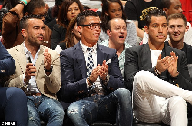 2F955BAD00000578-0-The_Portuguese_maestro_watched_the_Miami_Heat_agonisingly_lose_9-a-40_1451263483471