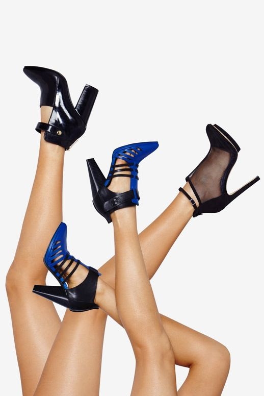 LE FASHION BLOG SHOE CULT NASTY GAL LAUNCH BACK CUT OUT ANKLE STRAP BOOT TWO TONE BRIGHT BLUE BLACK STRAPPY HEELS MESH CUT OUT BOOTIE GOLD ACCENT PLATFORM HEEL 5 photo LEFASHIONBLOGSHOECULTNASTYGAL5.jpg