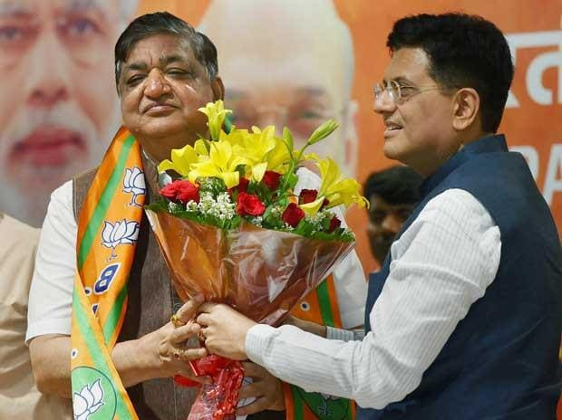 Senior Samajwadi Party leader and Rajya Sabha MP Naresh Agarwal being welcom   ed by Union Minister Piyush Goyal as he joins BJP