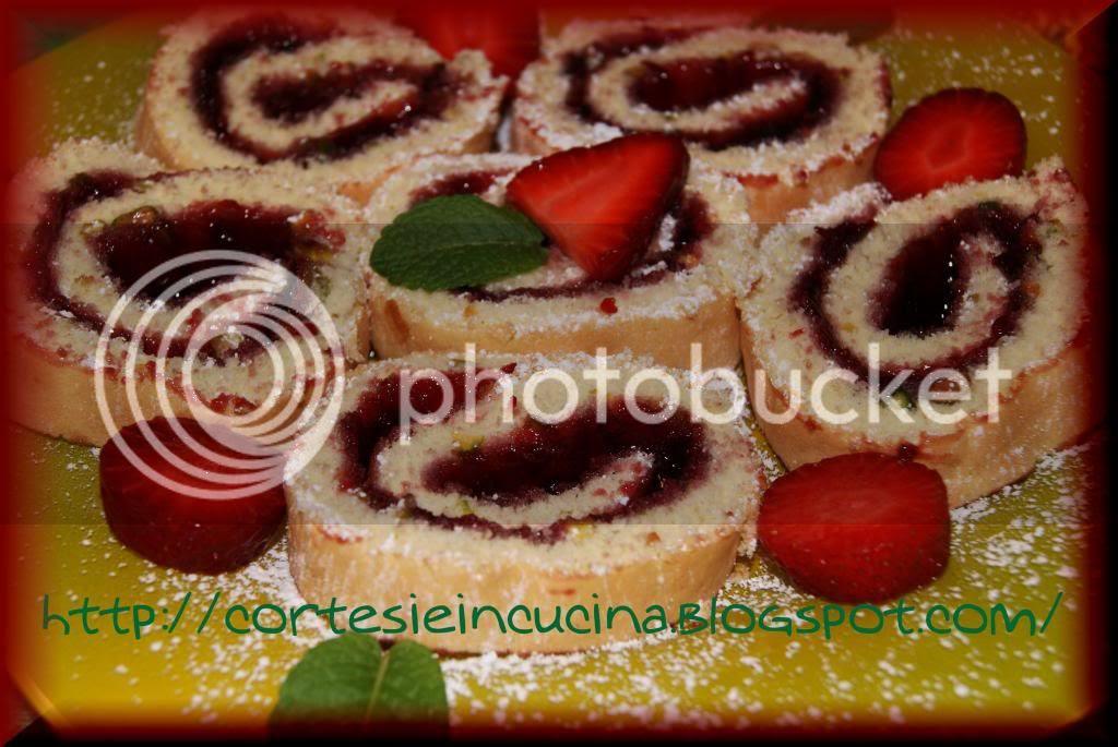 Rotolo ai pistacchi con fragole