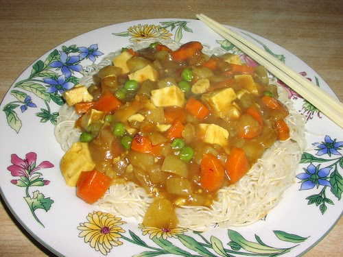 Japanese curry over fried somen noodles