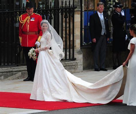 Sarah Burton for Alexander McQueen designs Kate's royal