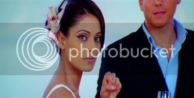 http://i347.photobucket.com/albums/p464/blogspot_images1/Bachna%20Ae%20Haseeno/61.jpg