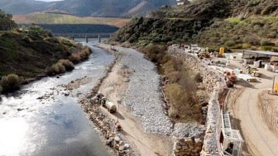 """Os signatários do comunicado defendem que, """"só o custo de enterramento da central elétrica, alteração da subestação e linha custará mais do que o resgate da concessão da barragem"""". Foto LUSA."""