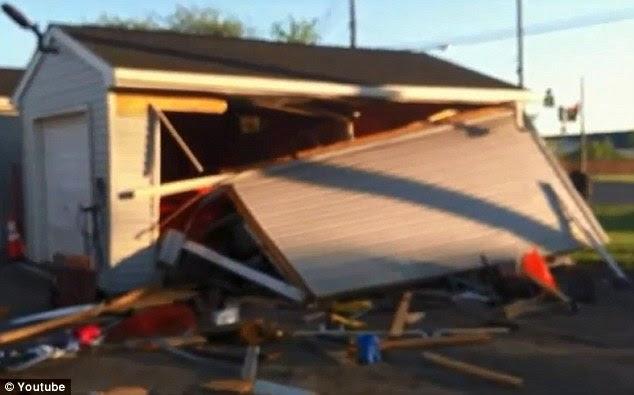 Καταστροφή: Η πλευρά του γκαράζ καταστράφηκε κατά τη διάρκεια της συντριβής