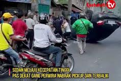 Mobil Sedan Terbalik  di Jalan Brigjen Katamso Medan!!!!