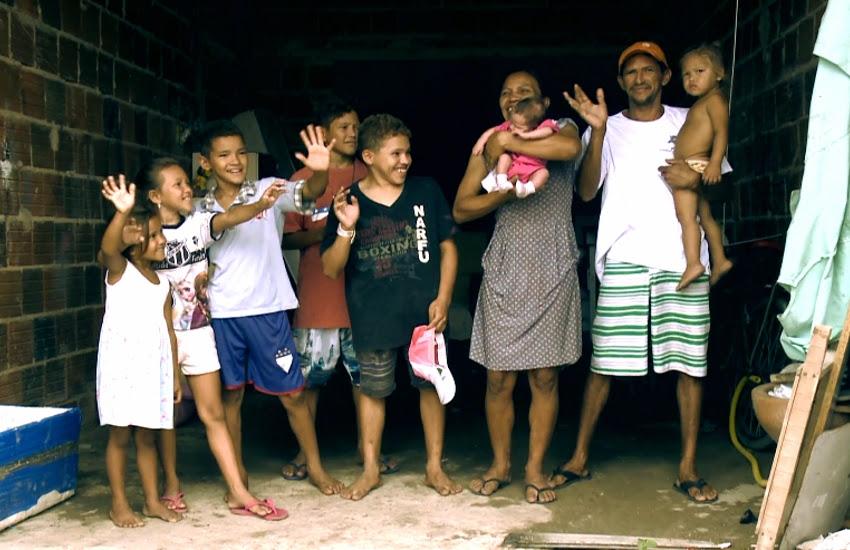 Márcia e Marcos têm 7 filhos e ninguém tem documento (FOTO: Reprodução TV Jangadeiro)