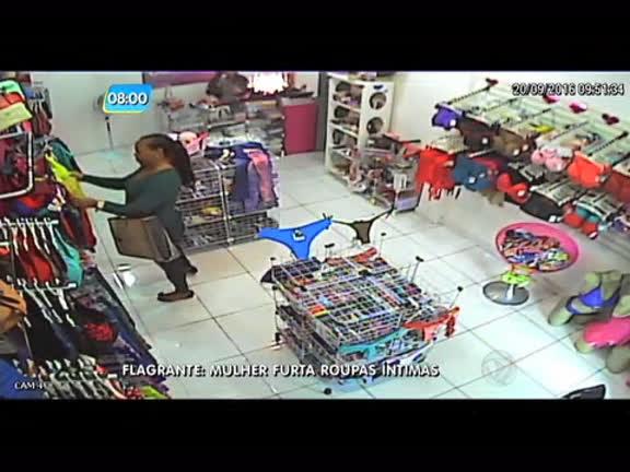 Flagrante Mulher Rouba Peças íntimas De Uma Loja Notícias R7
