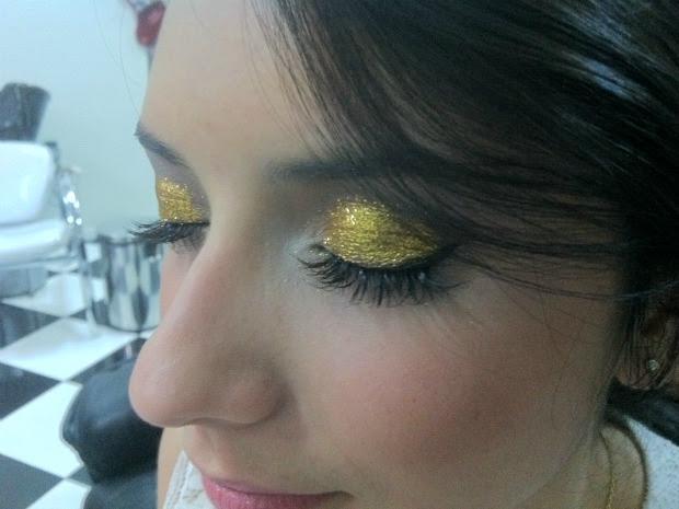 Maquiagens com glitter são hit da festa de réveillon (Foto: Marina Souza/G1)