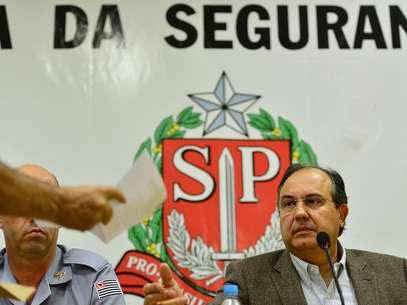 Associação entrega carta ao secretário de Segurança de São Paulo, Fernando Grella, cobrando a apuração de excessos na ação policial Foto: Fernando Borges / Terra