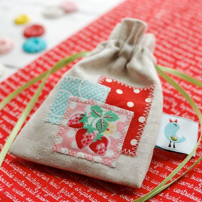 Retro Mama drawstring pouch