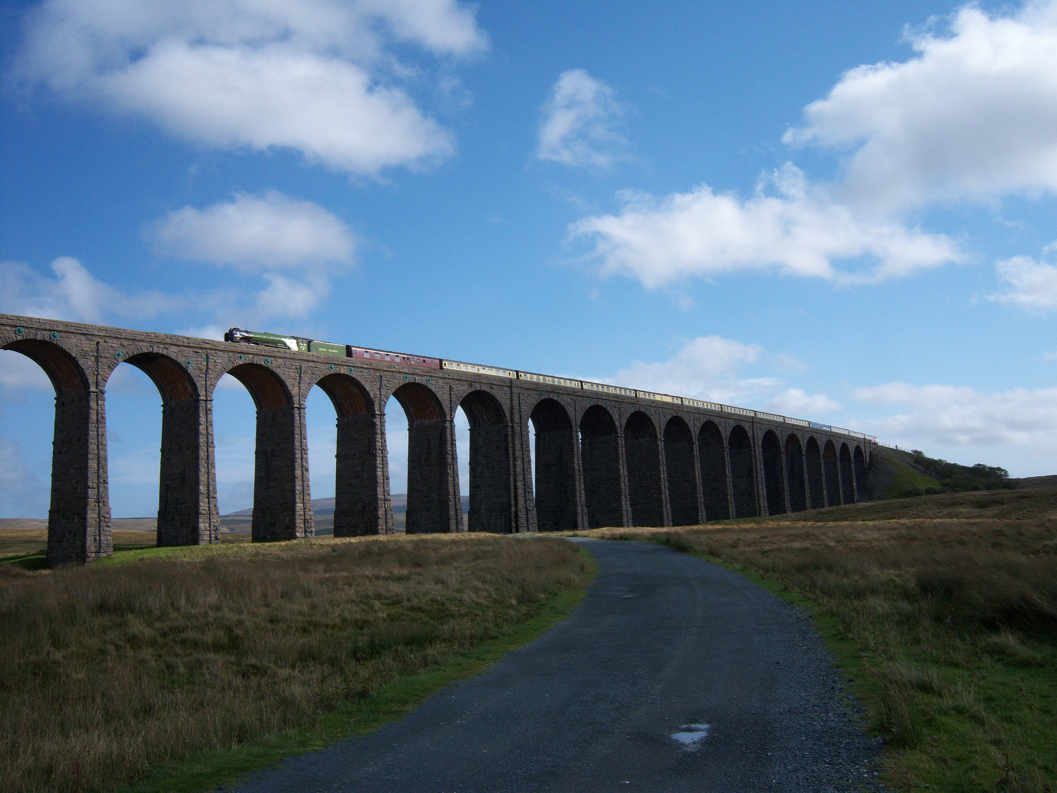 Steam locomotive 60163 Tornado LNER Peppercorn A1 class Ribblehead Viaduct The waverley 3 October 2009 image 1.jpg