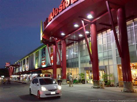 Dawn in Phuket: Shops