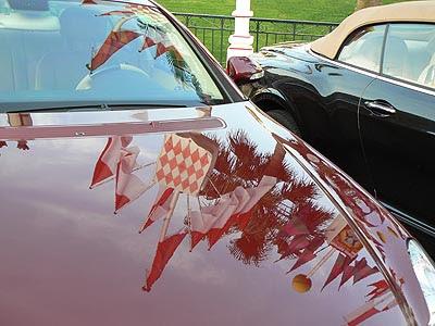 reflet drapeaux dans voiture.jpg